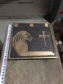 日本铜器,摆件,铜画,狮子和十字架,非常厚重,当茶壶垫挺有意思的