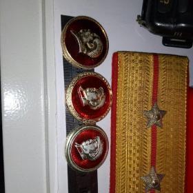 毛主席像章。