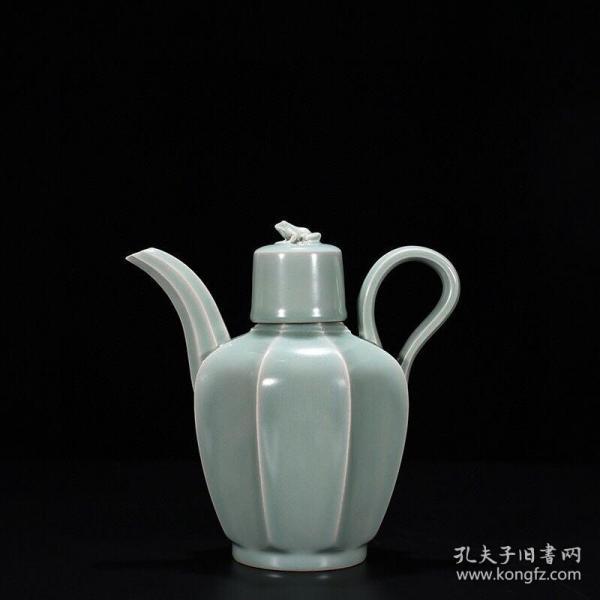 宋——龙泉窑粉青釉刮楞执壶
