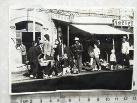 来自侵华日军联队相册,1照片,民俗,有天增城杂货庄,烟魁,仁丹,百货线店字样