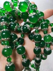 清代祖母绿冰种翡翠珠子。翠质冰透。种水十足。
