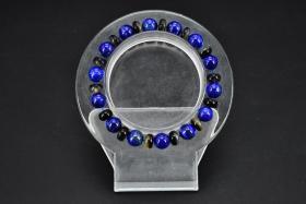 (丙2593)《青金石手串》一条 纯天然青金石 玳瑁隔珠 单珠直径:0.88cm,总重量:17.27克 手串周长:18cm。 手串有松紧,青金石佛教称为吠努离或璧琉璃,是古代东西方文化交流的见证之一。