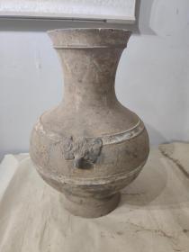 汉代画彩虎首壶, 造型优美,做工精致 高43cm,口径17cm