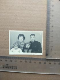 早期老照片,夫妻孩子合影,尺寸图为准
