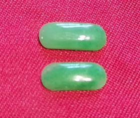 绿翡翠色玉器马鞍形状戒指面配套小台面一对2件 具体年代不详