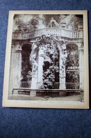 美国纽约著名建筑设计师GEORGE W. JACOBY  (1881-1937)旧藏,世界建筑艺术原版老照片第10号:瑞士日内瓦花园精美雕刻石柱,清代大幅蛋白照片,尺寸为27.7X22.2厘米