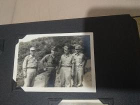 美军顾问团成员相册。其中两张是与孙立人将军的合影。一张联勤汽车兵毕业合影。