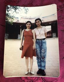 著名女导演 秦燕 与著名女演员 孔琳 合影生活照 老照片一枚