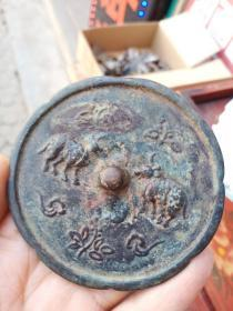 铜镜一个,年代未知,价格不高,售出不退。