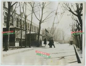 1937年卢沟桥事变爆发,驻扎在北京东交民巷使馆区的美国士兵加强了警戒,防止日军的进犯,民国银盐照片