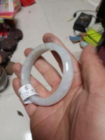 翡翠镯子一支,A货,内径5.8cm,外径7.52cm,厚0.87cm,高1.42cm,保真正品,售出不退。