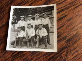 文革老照片,7个海军军人合影
