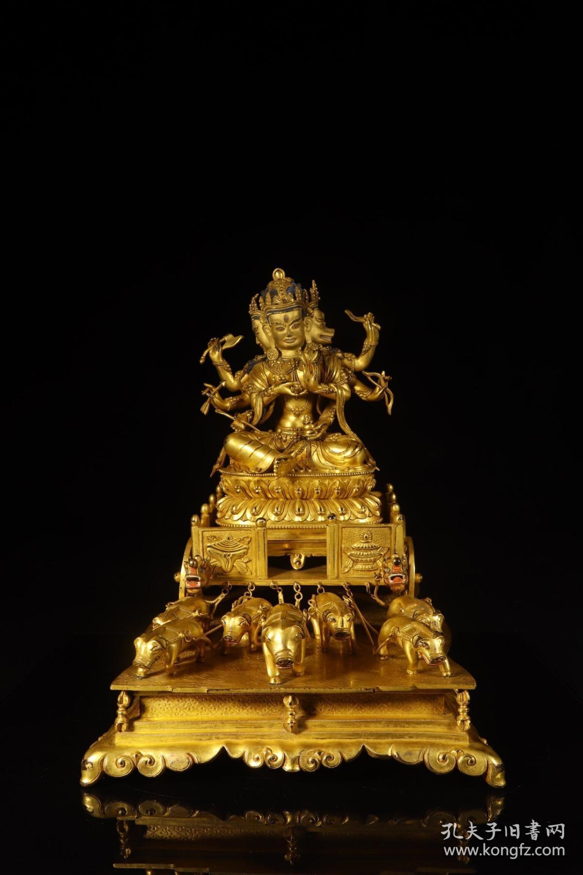 清代,铜鎏金摩利支天三面八臂身坐像摆件
