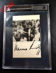 """""""二战德国空中魔女"""" 汉娜·赖奇 签名印刷照片页  三大签名鉴定公司之一Beckett(BAS)鉴定,并采用特殊收费版大盒封装"""