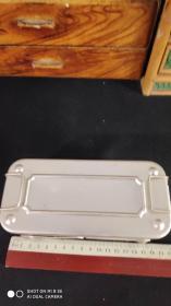 上世纪80-90年代老式医用材料玻璃针管铝制消毒盒等一套好品。