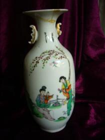 民国王利生作粉彩双耳三娘教子纹瓷瓶