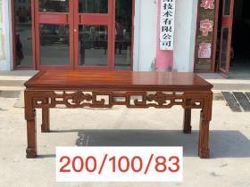 花梨木茶桌画桌,牙板镂空雕刻,雕刻双龙图案,用料厚重,坚固耐用!