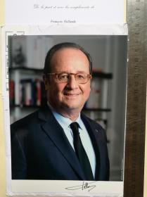 法国前总统、安道尔大公、国家元首(2012-2017)、社会党任期最长的第一书记(1997-2008)、科雷兹省议会主席(2008-2012)、蒂勒市市长(2001-2008)、密特朗总统最年轻的经济顾问、国民议会前议员、弗朗索瓦·奥朗德(François Hollande)、亲笔签名、官方大照片1张(珍贵、罕见)