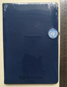 联合国(UN)官方精美纪念笔记本1本、来自联合国(United Nations)总部、官方限量版定做、印有联合国徽章LOGO标志、全新、未拆封、做工非常精致精美(珍贵、罕见)