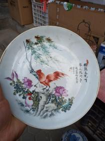 瓷盘一个,手工绘制,样子和款式都不错,年代未知,喜欢的来买,售出不退。
