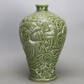 龙泉窑雕凤梅瓶
