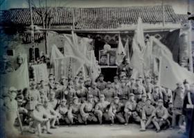 1950年大型黑白底片一张:元旦湖北军区独立第三团贺功大会功臣合影