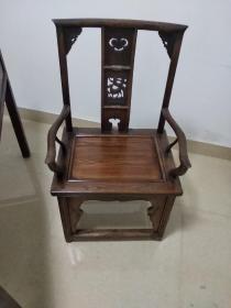 官帽椅一张,背高116座高48宽59