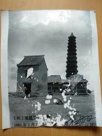 开封始建于北宋皇佑元年(即公元1049年)的铁塔西侧(1907年法国爱德华沙畹)