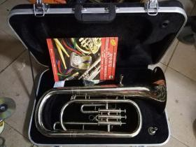 津宝  西洋中号管乐器(应是不锈钢精制,有原装手提箱子)