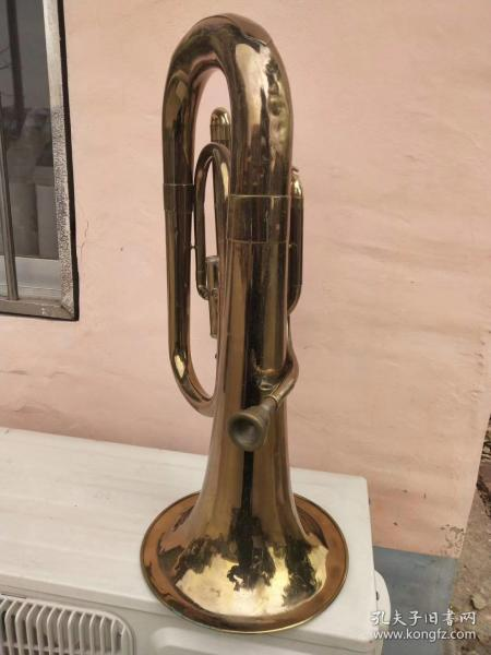 解放前后的一件全铜制洋乐品,是当处大型乐队遗留下的。保存品相良。可正常使用。