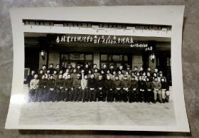 老照片:吉林省卫生统计学会成立大会暨第一次学术会议全体代表1986.3.25日于九台(21.5厘米×15.5厘米)