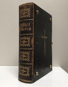 1751年,极为罕见的红、黑、绿三色套印豪华版《罗马弥撒书》