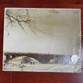 著名桥梁建筑学家~茅以升签名,民国银盐桥梁建筑老照片,大张。