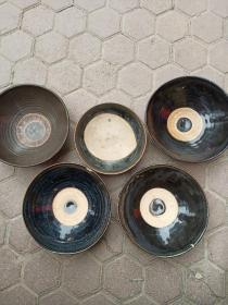老瓷碗五个,其中一个小的16.3*6,年代元至明清,包真包老,售出不退,每个480元,随便挑,售完为止。