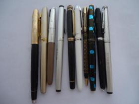 钢笔配件一堆