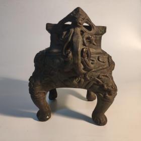 近代 仿大明宣德 铜制双耳方尊一件,精美纹饰,器身略有磨损,口径尺寸为7*6.3CM