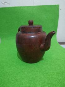 一把清代前期康熙年制官款老紫砂壶,保存完整,端庄雅致,古韵优存的厚实原老包桨老紫砂壶。