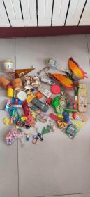 一堆小时候玩具打包出