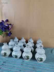 下乡收来老友多年积攒的葫芦瓶12个,摆放到博古架上特别漂亮!!松鹤延年,富贵长寿。送朋友,送老人首选!!