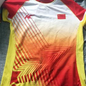 羽毛球世界冠军韩悦,何冰娇等亲笔签名韩悦中国国家队球衣