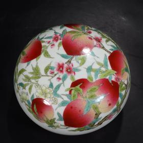 大清雍正年制款 粉彩花卉八桃纹果盒。 尺寸:高10.8cm,口径19cm,底径12.8cm。