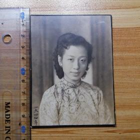 民国1944年老照片:穿旗袍的美女照片