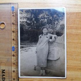 民国老照片:穿旗袍的怀孕女子