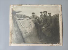 战壕中的德国士兵粘贴于硬纸版,尺寸较大35/28cm,一战战地经典实记原版老照片!