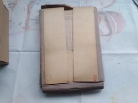 盒套装俄文原版苏联的书:电工技术图,16开估计有近百页,很漂亮。北面是空白的,就是做空白卡纸也很漂亮的。盒套有损,内页蛮好的,纸张质量很好