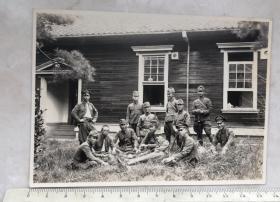 民国抗战时期11个日本鬼子合影老照片