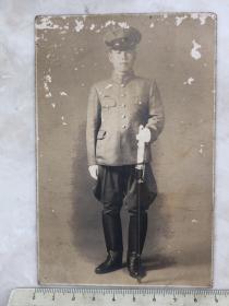 民国抗战时期拿指挥刀日军少尉老照片