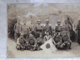 民国抗战时期机枪太阳旗日本鬼子合影老照片