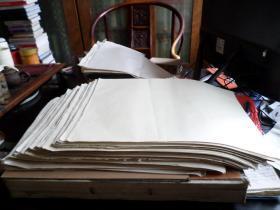 老纸一些  约70--80年代   印卷子或小字报用的   已裁成8开大小   总重5.75KG 200张是0.56KG 也就是约有1000张   为保证质量  扣除破旧  保证好的最少有800张