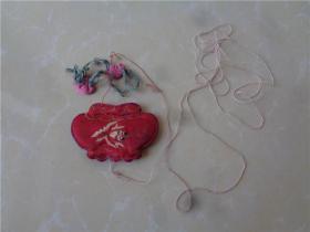 民国时期绣花前划线用的荷包形粉袋